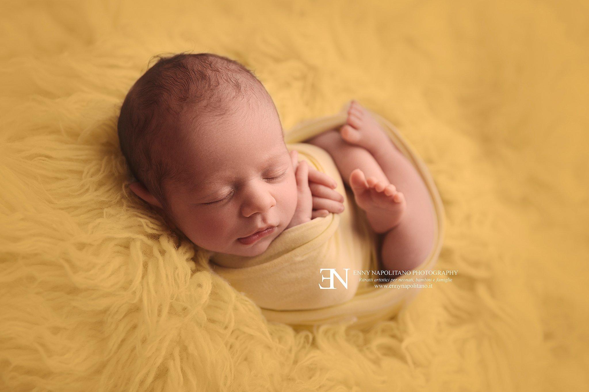 servizio fotografico newborn per neonati a Milano, Pavia, Monza, Bergamo, Varese